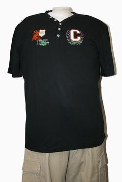 T-shirt 'Captain C' met V-hals, zwart